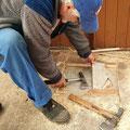 Auch in diesem Gartenhäuschen öffneten Hans und Walter die Böden nach den punktgenauen Anzeigen von Yuma