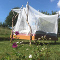 Himmelbett im Freien im Naturgarten bei Juste