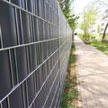 Sichtschutzzaun mit Doppelstabmattenzaun von GreenFairway e.K.