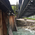 Weihnachtsbeleuchtung Gedeckte Brücke mit Hilfe der FF - Drehleiter abmontieren