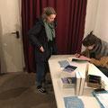 """Kathrin Weßling mit """"Super, und dir?"""" zu Gast bei der Literaturshow Import/Export in der Fabrik 45, Moderation: Dorian Steinhoff, Sidekick: Dennis Laubenthal. (c) Literaturhaus Bonn"""