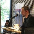 """Gunther Geltinger sprach mit Almuth Voß im Haus der Bildung über seinen Roman """"Benzin"""". (c) Literaturhaus Bonn"""