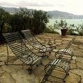 Coppia di chaise-longue con poggiapiedi in ferro battuto