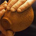 Von Hand modellierte Rakuschale