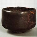 Eine der klassischen alten Chojiro-Schalen (schwarzes Raku)