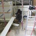 板金の加工を工場でしてきてくれております。現場で微調整をしながら取付しているところです。