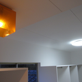 お部屋中心にはホワイト。廊下だったところにはもともとあったかわいいオレンジの照明を戻しました。
