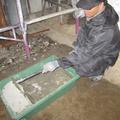 モルタルを練ります。砂2:セメント1:水1くらいの分量です。重労働です。重労働です。大切なことなので2回言いました。