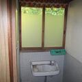 こちら内部です。トイレや洗面所です。