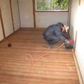 あたらしい床を作ります。そのために下地、根太をうちます。