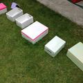 Schmuckboxen beim Trocknen in der Wiese