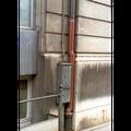 Sehr stark verschmutzter Gebäudesockel - Vorher
