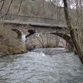 Ehemalige Eisenbahnbrücke (Ebr km 14,4 der Hochwaldbahn) über die Ruwer. Heute fahren Radfahrer auf der ehemaligen Bahntrasse.