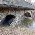 Eisenbahnbrücke (Ebr km 14,1 der Hochwaldbahn), eine der zahlreichen Eisenbahnviadukte über die Ruwer.