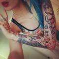 Tatouages colorés bras femme
