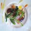 地サザエと金太郎マスのスモークマルシェ野菜のサラダ添え