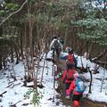 ⑤残雪が残っている山道