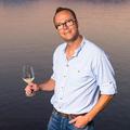 Renè Großkunz, Sommelier und Genussexperte, widmet sich beim WineWalk der Scheurebe.