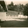 Innenhof um 1927 mit Transportband in den Bierkeller