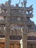 サンチ―仏教遺跡の門