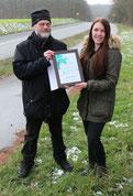 Foto R.Karge: Miriam Mundorf wird für ihr Engagement vom BUND geehrt.