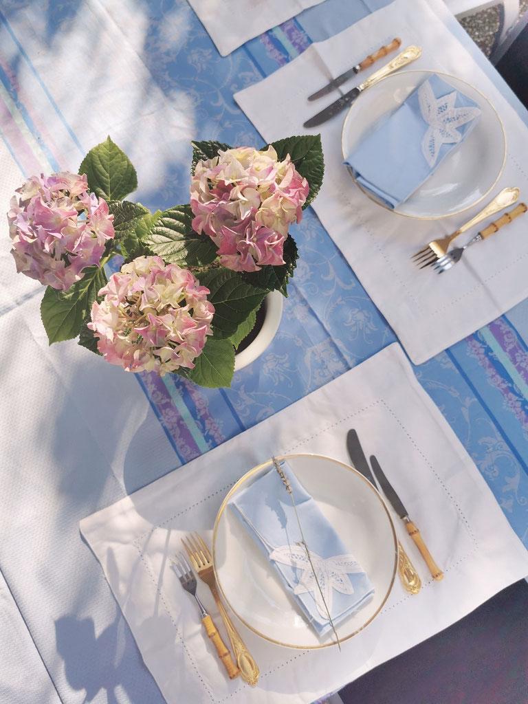 Klassisches Table Setting im Grandmillennial - Style