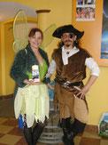Distribution de bracelets et bonbons pour fée Clochette Pirate