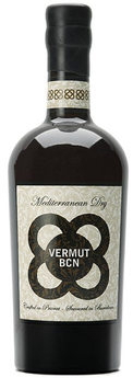 Flasche BCN Vermouth, trockener Wermut aus Grenache Trauben mit Geschmäckern von Nelken, Zimt, Holunder, wilden Kräutern und Orangenschale, bottle of dry Vermut with notes of cloves, cinnamon, elder, orange zest and mediterranean herbs