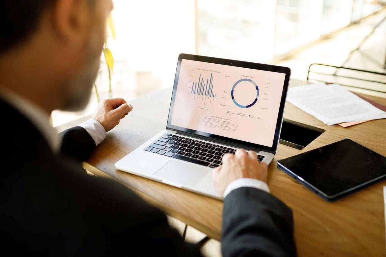 Bei der Unternehmensanalyse müsen wichtige Kennzahlen aus Bilanz, Erfolgsrechnung, SWOT-Analyse berücksichtigt werden