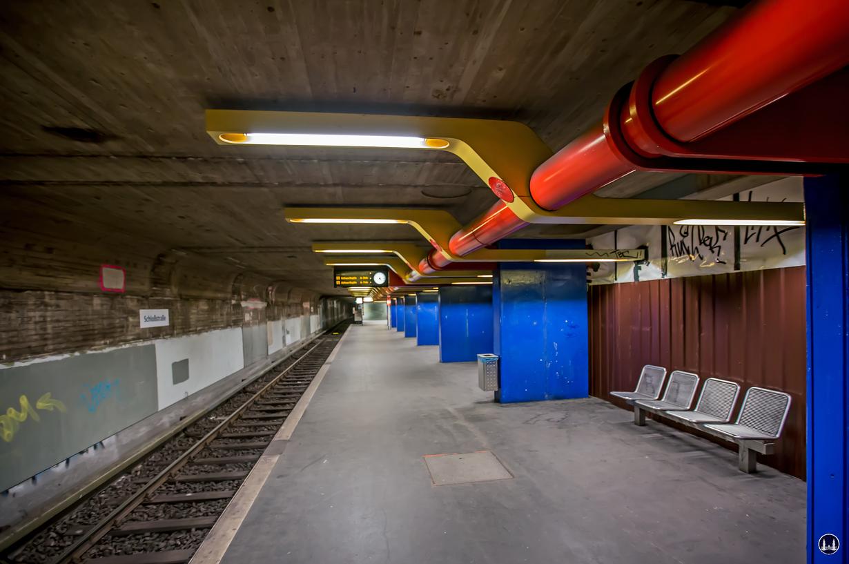 Das Ensemble U - Bhnhof Schloßstraße. Untere Bahnsteigebene. Ausgeräumt und ohne jegliche Verkleidung.