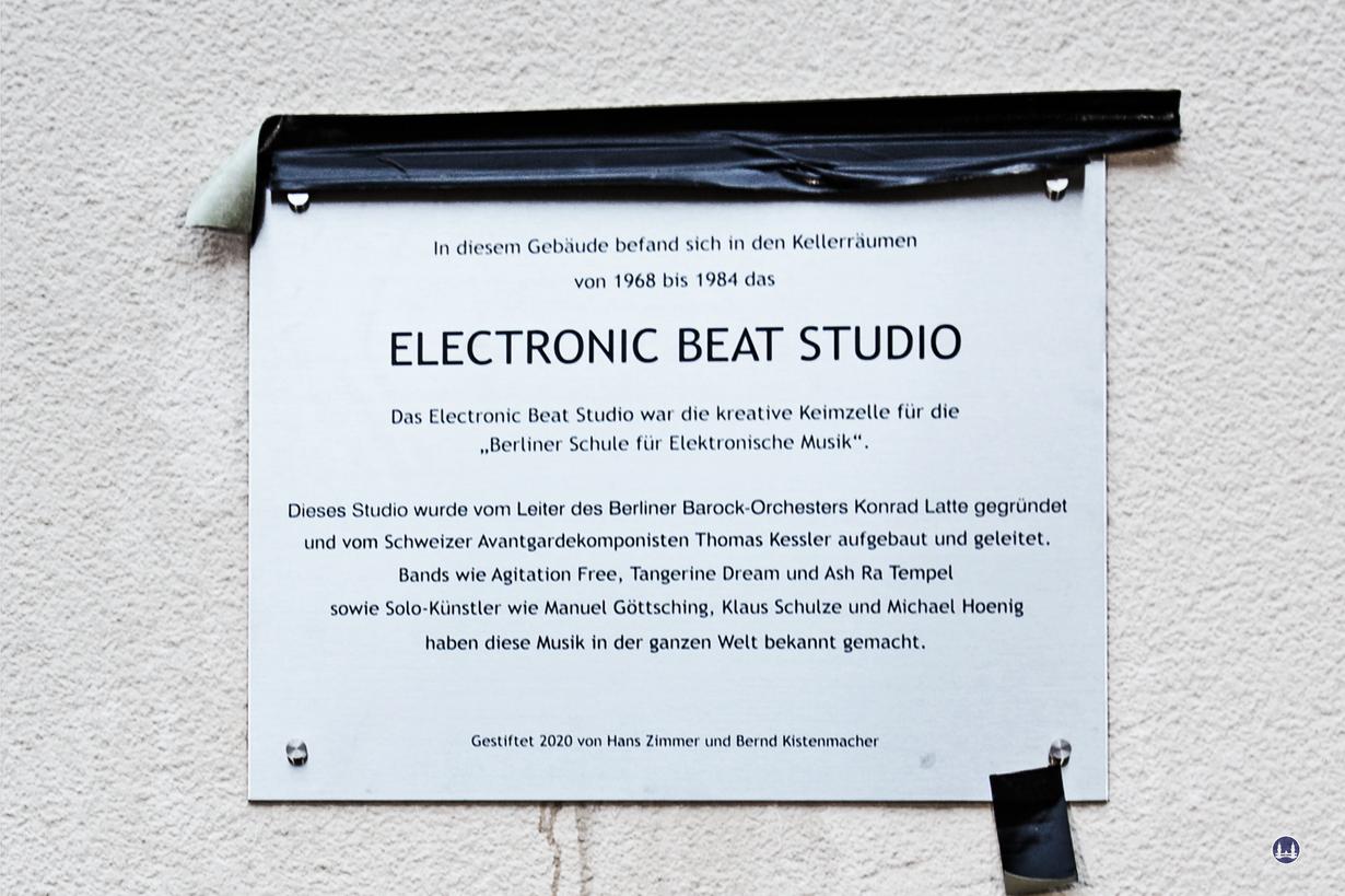 Die Gedenktafel für das Electronic Beat Studio.