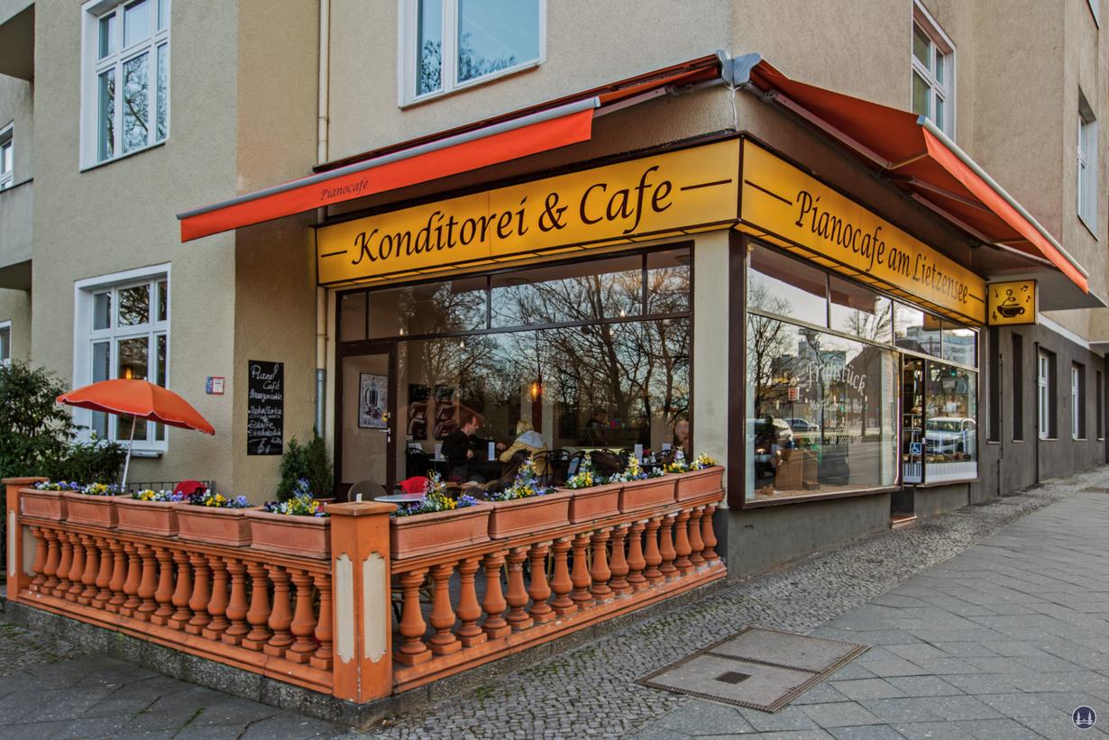 Pianocafé am Lietzensee. Aussenansicht Terasse und Café.