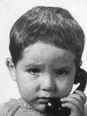 Kind das telefoniert