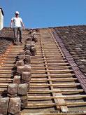 Fitze Dach AG der Dachdecker  deckt Biberschanzziegel auf einfacher oder auch auf Doppellattung, mit Holz- oder Kunststoffschindeln.