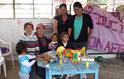 Spielzeugaktion / regalar juguetes a los niños