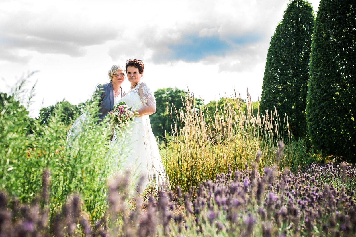 freie Trauung von Marion und Dagmar im Volkspark Hamburg, Hochzeitsfotografie von FOTOFECHNER Hochzeitsfotografinnen Birgit Fechner und Theresa Schwedt