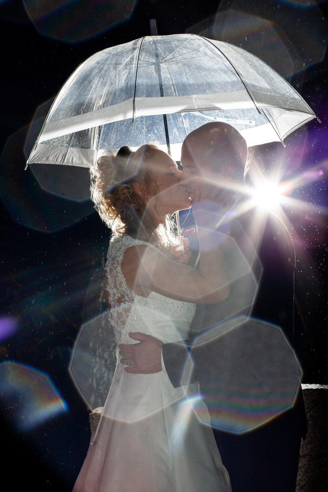 Hochzeit im Regen in der Nacht im Gildehaus Bardowick FOTOFECHNER Hochzeitsfotograf Lüneburg