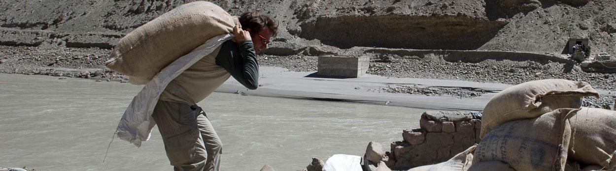 Thomas Zwahlen, Ladakh, Himalaya, Himalaya Tours, Hilfsprojekt, Überschwemmungen Ladakh, Nomadenschule, Schuhsammlung Nepal