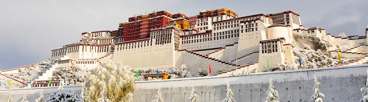 Beste Reisezeit im Himalaya, Potala Palast in Lhasa in Tibet im Winter