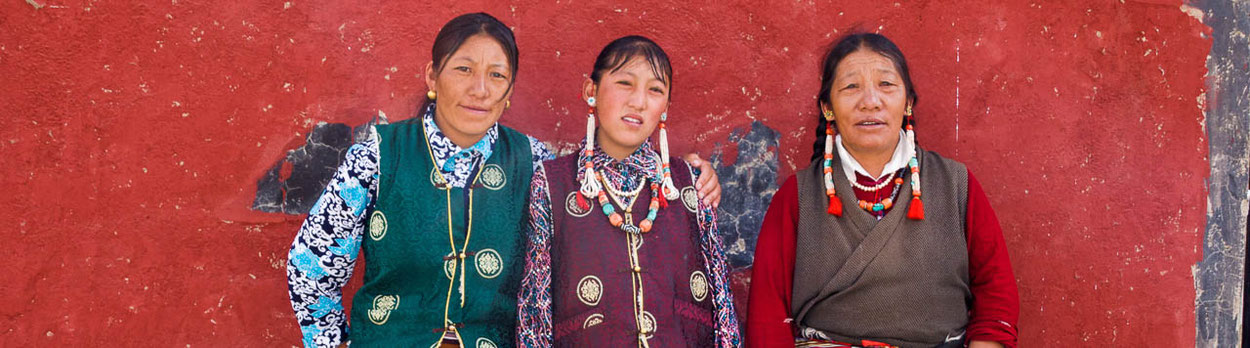 Frauen in Tibet während einer Rundreise