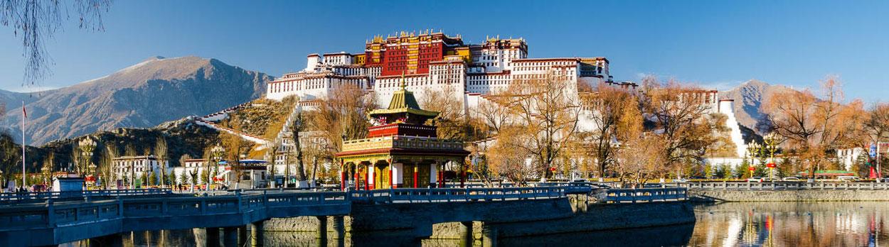 Potala-Palast in Lhasa während der Himalaya-Reise Herbst in Tibet