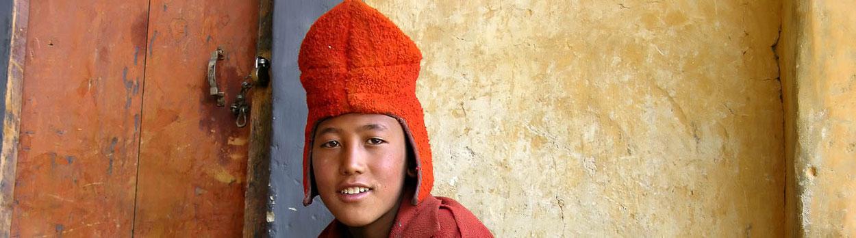 Reise durch Ladakh und Zanskar - junger Mönch im Kloster Karsha