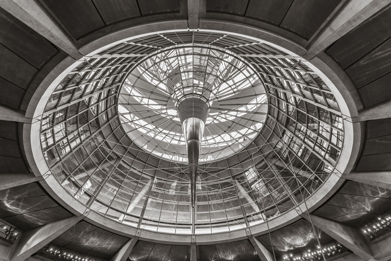 nach Entwürfen desArchitekten Sir Norman Foster