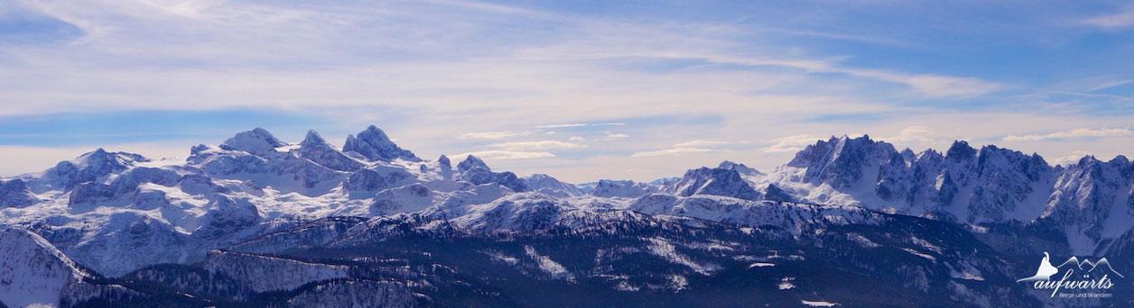 Blick vom Hohen Kalmberg auf das Dachsteinmassiv und den Gosaukamm