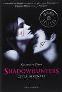 Città di cenere. Shadowhunters di Clare Cassandra      Prezzo:  € 11,00     ISBN: 9788804601722     Editore: Mondadori [collana: Oscar Bestsellers]     Genere: Fantasy     Dettagli: p. 466