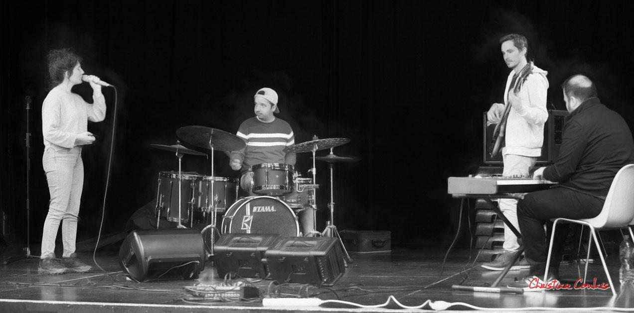 Aurora Quartet; Emmeline Marcon (chant), Nicolas Girardi (batterie), Flavien You (basse), Tony Kebbeh (piano). Salle culturelle de Cénac. Photographie © Christian Coulais