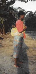 Frau Afrika Baby Tragetuch Kanga Rücken