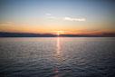 Photo coucher de soleil avec ciel bleu foncé et orange Bas-Saint-Laurent Rimouski Québec Canada été fleuve par Marie Deschene photographe Pakolla