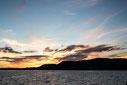Photo montagne ciel orange et bleu à Carleton-sur-Mer dans la Baie des chaleurs en Gaspésie Québec Canada en été au coucher du soleil par Marie Deschene photographe Pakolla