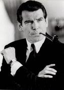 pierce brosnan fume la pipe mais pas une pipe Louis Vuitton